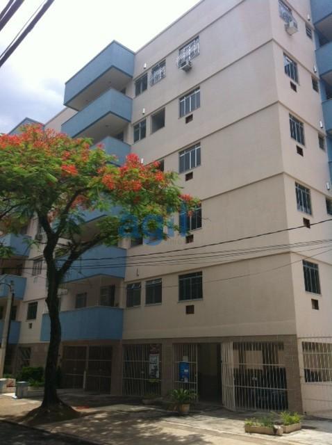 ALUGA - FREGUESIA - JACAREPAGUÁ - APARTAMENTO 2 QUARTOS - AO LADO DA LINHA AMARELA - Apartamento Vazio, composto por: Sala (com varanda), 2 Quartos, 1 Banheiro Social, Cozinha e Área de Serviço. 1 Vaga de Garagem.  PRÓXIMO A COMÉRCIO - ESCOLAS - CLÍNICAS - RESTAURANTES: Rua sem saída, arborizada, tranquila, Condomínio com Salão de Festas. Pronto para Morar. Melhor custo benefício para locação no Bairro.